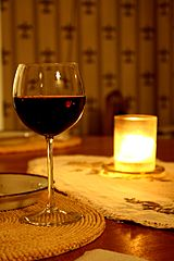 Glass_of_red_wine_wikimedia commons
